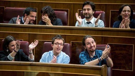 Bronca a Podemos por su ley de emergencia social a pesar de recibir el apoyo del Congreso