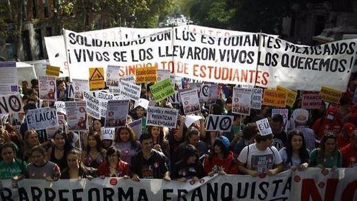 Miles de estudiantes protestan ante el acuerdo PSOE-C's que no elimina la LOMCE