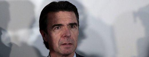 Soria, acorralado por el escándalo, se ausenta del Consejo de Ministros pero... ¿puede ser destituido?