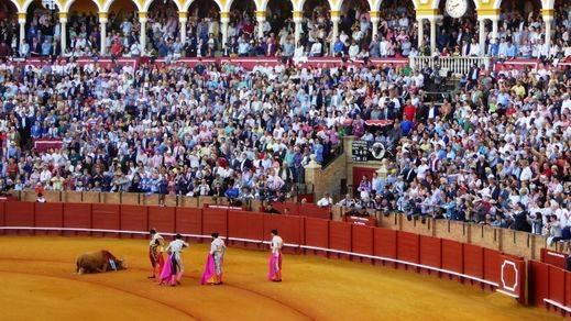 Feria de Abril: buena corrida de Cuvillo y orejas de regalo para Manzanares