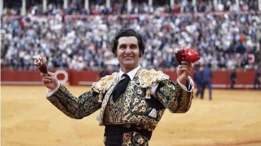 Feria de Abril: toros amables, dos orejas para Morante, una para Roca Rey y cogida de El Juli