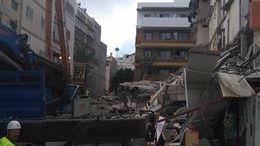 Ya son seis los cadáveres recuperados en el edificio derrumbado en Los Cristianos