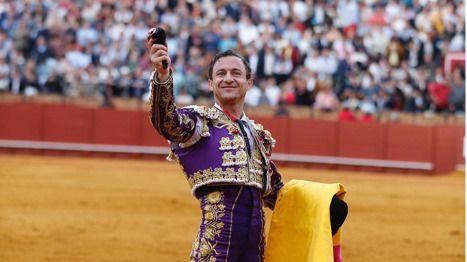 Feria de Abril: merecida oreja para Rafaelillo ante una interesante miurada