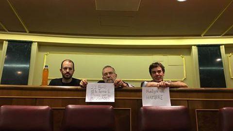 Los diputados en huelga de hambre de Podemos seguirán trabajando
