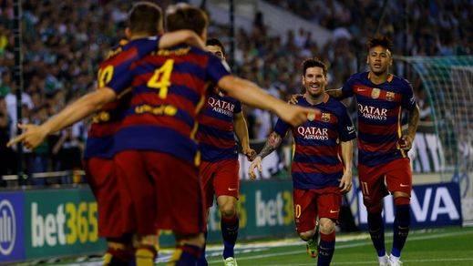 El Barça aguanta sin problemas ante un Betis mediocre y sigue agarrado al liderato (0-2)