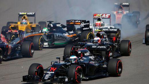 Alonso celebra su 6º puesto en Sochi como una victoria propiedad de Mercedes