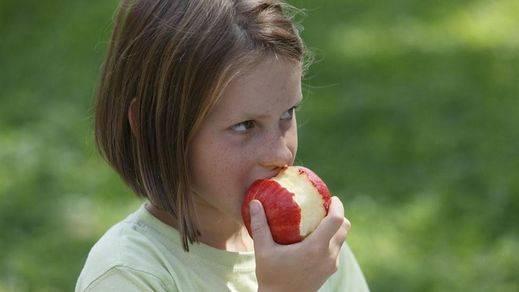 La manzana, perfecta sustituta del cepillo de dientes si comes fuera de casa