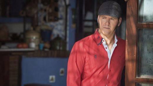 'Siéntate a mi vera', nos pide Paco Candela y escucha su mejor y más variado flamenco