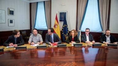 Meritxel Batet, junto a Hernando, en la reuni�n con Podemos y C's.