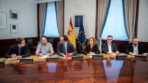 El PSOE lanza el primer guiño al PP en busca de la 'Merkel' española
