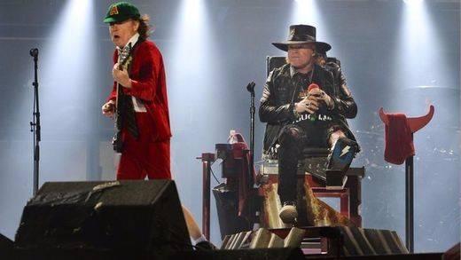 Axl Rose se corona rey del rock en el 'trono' de AC/DC