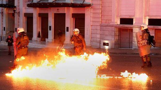 La última medida polémica de Tsipras deja revueltas y una huelga de 48 horas