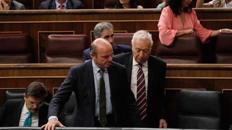 Los ministros de Exteriores y de Economía en el Congreso