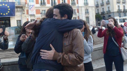 El 'abrazo de Sol' pone nerviosos a PP y PSOE: ¿más cerca de la gran coalición?