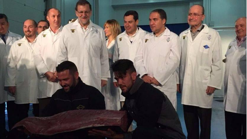 Mariano Rajoy durante a su visita, este sábado, a la empresa andaluza de distribución y alimentación Román y Martos en Málaga.