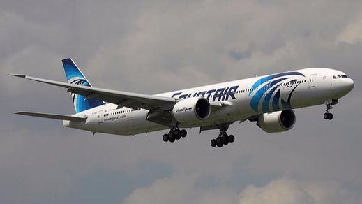 El avión de Egypt Air realizó varios