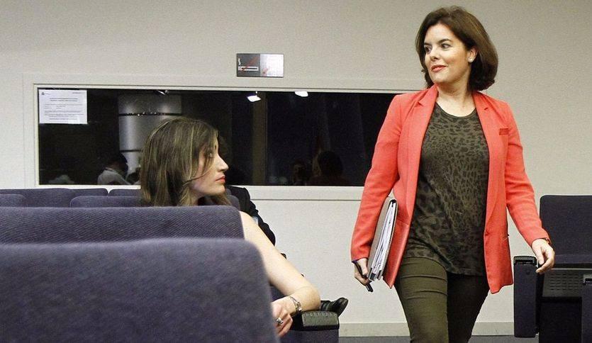 Soraya Sáenz de Santamaría a su llegada a la sala de prensa tras la reunión del Gabinete.