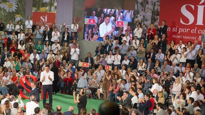 El 'aparato' del PSOE arropa a Pedro Sánchez entre apelaciones a ser 'leales' al líder