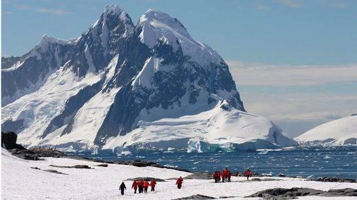 La explicación de por qué aumenta el hielo marino en la Antártida y se pierde en el Ártico