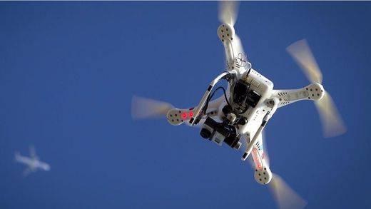 ¿Es posible atacar a un avión con un dron?