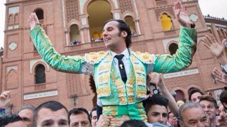 David Mora reaparece en Las Ventas abriendo la Puerta Grande ante un gran toro de Alcurrucén