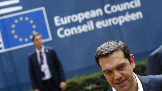 El Eurogrupo permite seguir respirando a Grecia: 10.300 millones en ayudas y más tiempo para la deuda