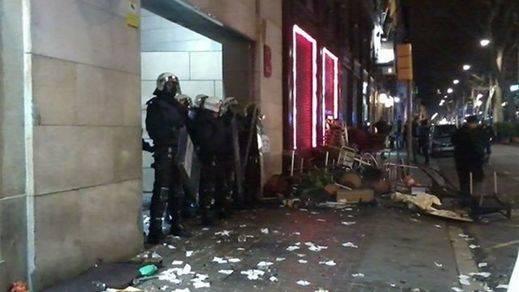 Tercera noche de disturbios en Barcelona