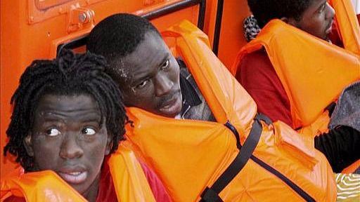 Nueva tragedia en el Mediterráneo: vuelca una embarcación con 100 inmigrantes a bordo