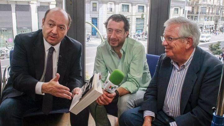 Constantino Mediavilla entrevista a los periodistas Fernando Jáuregui y Federico Quevedo en La Terraza de Gran Vía