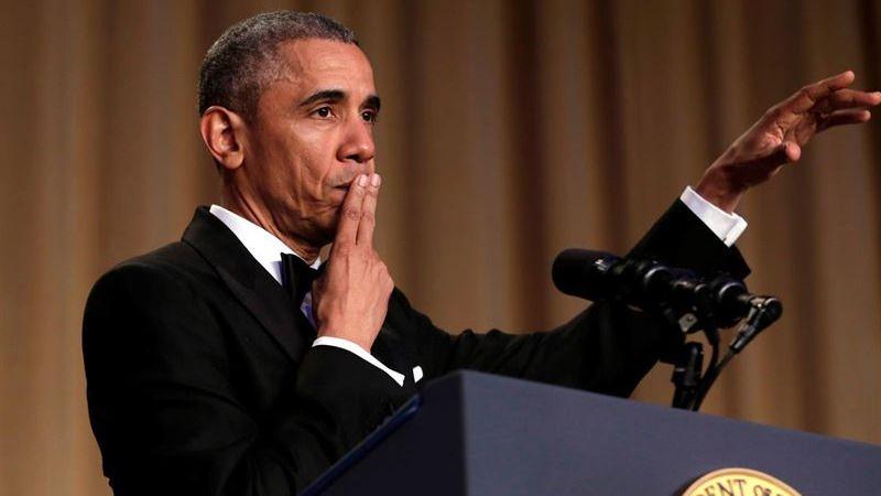 Obama, en la cena de corresponsales, se despide como presidente.