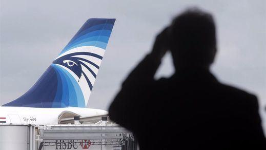 Se detectan posibles señales de las cajas negras del avión de Egyptair desaparecido