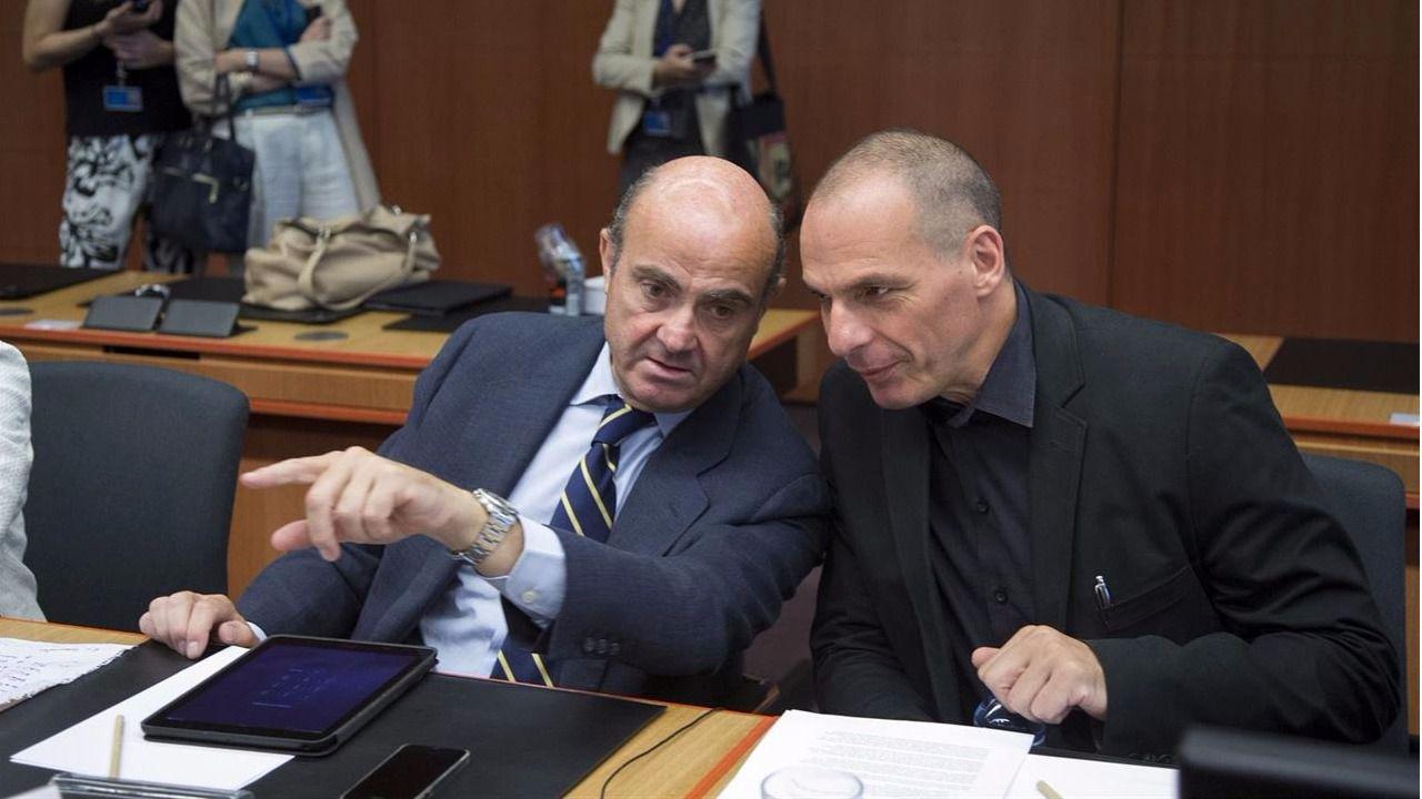 Varoufakis, ex ministro griego de Finanzas, revela que convenció 'en secreto' a Luis de Guindos