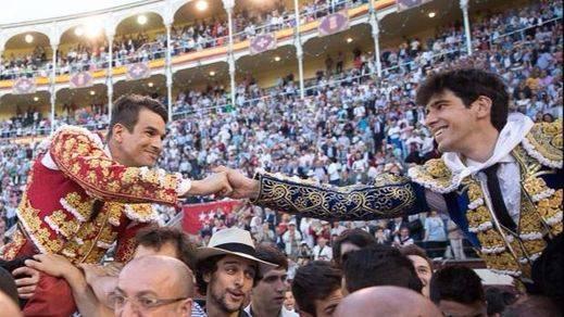 Beneficencia: Manzanares se rompe a torear en una gran faena artística y sale a hombros con López Simón