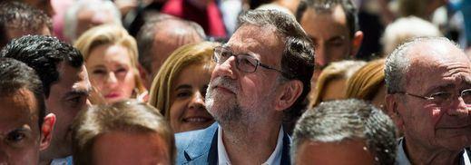Rajoy, con buenos datos de empleo en plena campaña: el paro baja de 4 millones por primera vez en 6 años