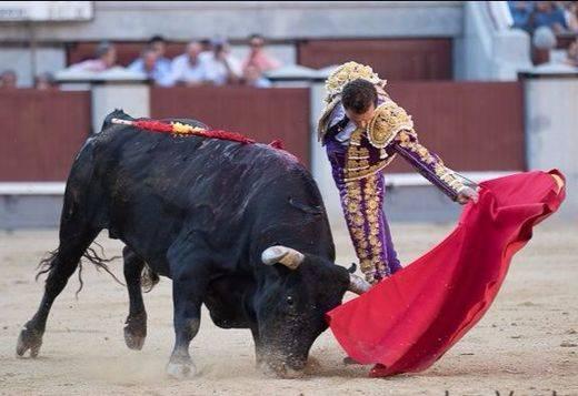 San Isidro: un toro encastado y otro casi bravo salvan una desigual corrida de Miura