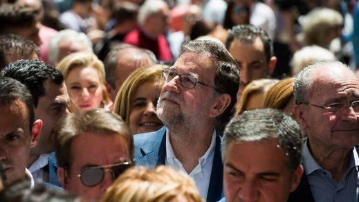 Las encuestas siguen confirmando el 'sorpasso' de Unidos Podemos al PSOE y el triunfo del PP