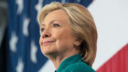 'Invisten' candidata demócrata a Hillary Clinton antes de tiempo y el equipo de Sanders se indigna