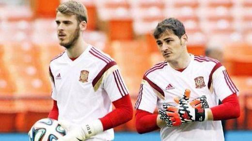 Elegancia de Casillas sobre su rival en la portería de La Roja: