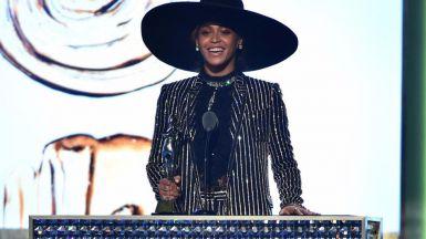 Beyoncé durante la entrega del premio Icono de la Moda