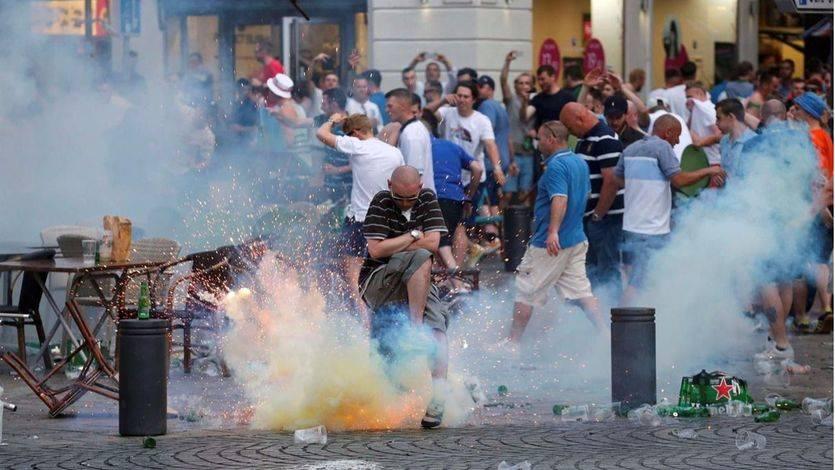 Jorge Fernández manda policías para proteger a los aficionados españoles y su colega galo pide la 'ley seca'