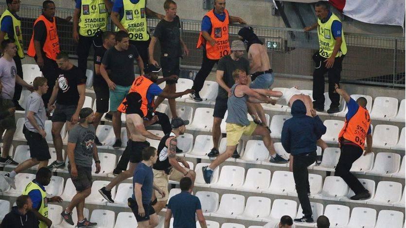 La UEFA abre expediente a Rusia por 'disturbios' y 'comportamiento racista'
