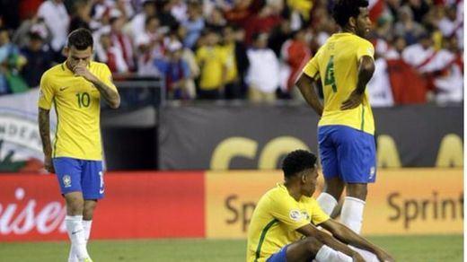 Brasil sigue de petardo en petardo: la canharina pierde ante Perú (0-1) y queda eliminada de la Copa América
