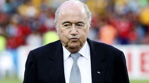 El corrupto Blatter acusa a la UEFA de usar 'bolas calientes' en los sorteos