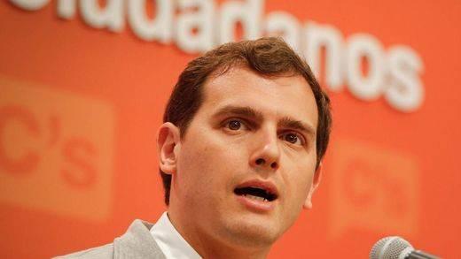 Rivera se une a Sánchez y no investirá a Rajoy ni con su abstención: