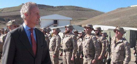 Morenés visita a las tropas del Ejército