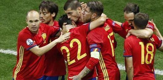 Esta Roja huele a campeón con un gol de Nolito y doblete de Morata ante una Turquía impotente (3-0)