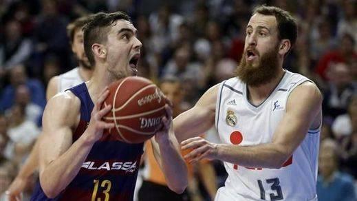 Liga ACB: el Madrid 'apaliza' al Barça en el Palau e iguala la serie por el título (70-90)