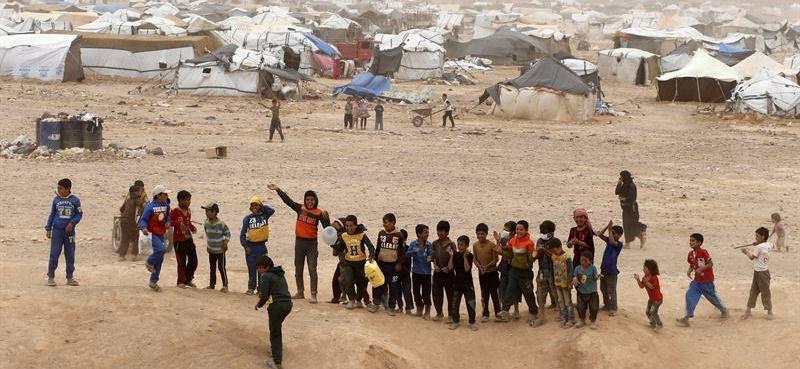 Más de 16.000 solicitantes de asilo en España viven en un 'limbo jurídico' por el colapso burocrático