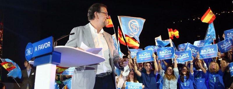 Rajoy cierra la campaña hablando más de Podemos que de sus propuestas: 'No es momento para hacer experimentos'