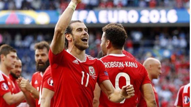 Eurocopa: Irlanda se suicida con un autogol y Gales hace historia alcanzando los cuartos (0-1)